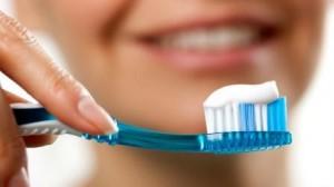 ¿Es bueno limpiarte los dientes inmediatamente después de comer?